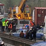 Camion dati alle fiamme sulla A1 tentano rapina a portavalori  foto   poi in fuga /   Video dopo l'agguato