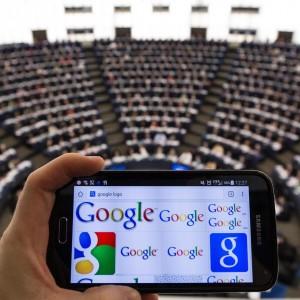 """Google, Strasburgo approva la risoluzione per il """"break-up"""". De Benedetti: """"Misure per ristabilire competitività"""""""
