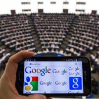 """Google, Strasburgo approva la risoluzione per il """"break-up"""". De Benedetti: """"Misure per..."""