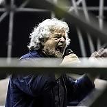 """M5S, Grillo: """"Sono stanchino"""" lista bloccata su direttorio a 5   foto"""