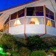 Casa futuristica in svendita Era il nido d'amore di Elvis