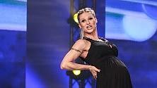 Irresistibile Michelle Hunziker è show con il pancione
