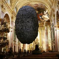 Vienna, la pietra sospesa nel vuoto: omaggio a Magritte
