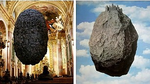 La pietra sospesa nella chiesa l'installazione omaggio a Magritte