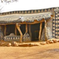 Fango, pietra e gesso: il villaggio africano è un'opera d'arte