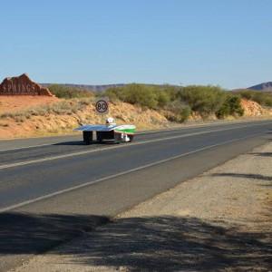 """Un prof e il futuro a zero emissioni: """"I miei viaggi con l'auto solare"""""""
