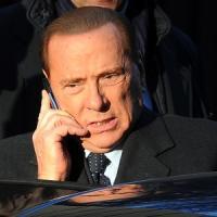 """Milano, Berlusconi torna in piazza e attacca i giudici: """"Fanno politica"""""""