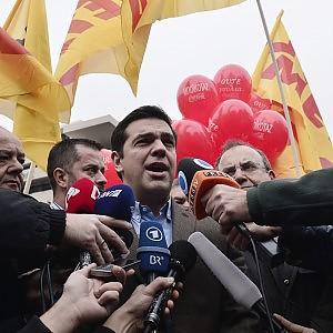 """Tsipras: """"Se vince Syriza la Grecia resta nell'euro"""""""