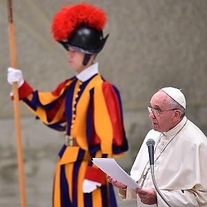 Il Papa rimuove il capo delle guardie svizzere