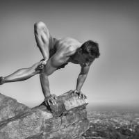 Le pose del guerriero: ecco il lato macho dello yoga