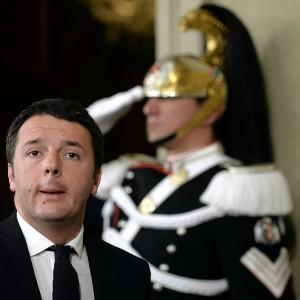 """Mafia Capitale, Renzi: """"Uno schifo"""". Marino: """"Giunta con M5S"""". Rissa in Campidoglio"""