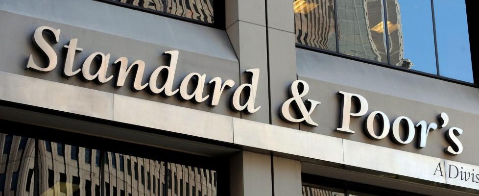S&P taglia il rating dell'Italia: un gradino per diventare 'spazzatura'. Effetti Jobs Act solo nel lungo periodo