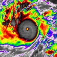 Filippine, il tifone Hagupit dovrebbe toccare terra domani, c'è paura