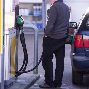 Carburanti meno cari alla pompa: Eni, Ip ed Esso ritoccano i prezzi
