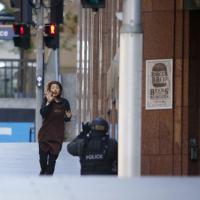 Sydney, la fuga delle cameriere in ostaggio: fotosequenza
