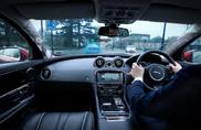 Montanti trasparenti e auto fantasma, il futuro secondo Jaguar Land Rover