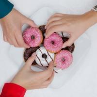 Scoperto il meccanismo responsabile delle abbuffate di dolci