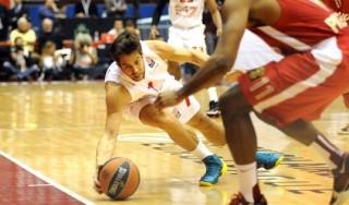 """Basket, Cerella, il """"bello"""" dal cuore d'oro porta basket e sorrisi ai bimbi d'Africa"""