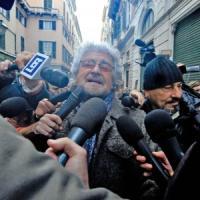 """Grillo attacca il Papa: """"Non ha ricevuto il Dalai Lama: una scelta politica"""""""