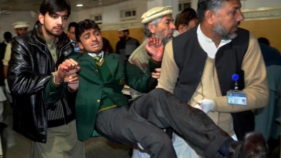"""Attentato Pakistan, """"Sparavano gridando il nome di Allah, ho visto la mia maestra bruciare viva"""""""