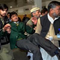 """Attentato Pakistan, """"Sparavano gridando il nome di Allah, ho visto la mia maestra bruciare..."""