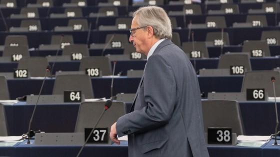 """Commissione Ue: """"Ripresa fragile. L'Italia dovrebbe fare di più, ma la crisi lo sconsiglia"""""""