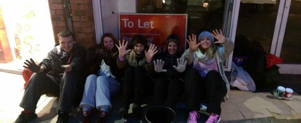 Inghilterra, senzatetto offre tre sterline a ragazza senza soldi. Lei l'aiuta a raccoglierne 20mila