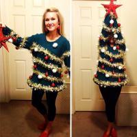 Eccessi di Natale: il vestito è un addobbo