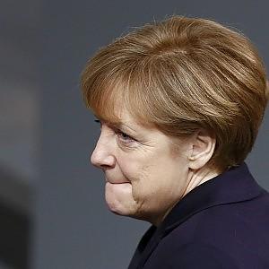 """Consiglio Ue, il piano Juncker al via da giugno. Merkel: """"Rispettare il patto di Stabilità"""""""