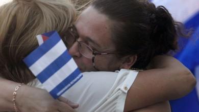 """Cuba-Usa: Papa """"decisivo"""" per accordo   Castro  abbraccia """"gli eroi di Miami"""""""