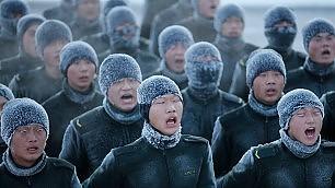 Il battaglione degli uomini duri l'addestramento è a 30° sotto zero