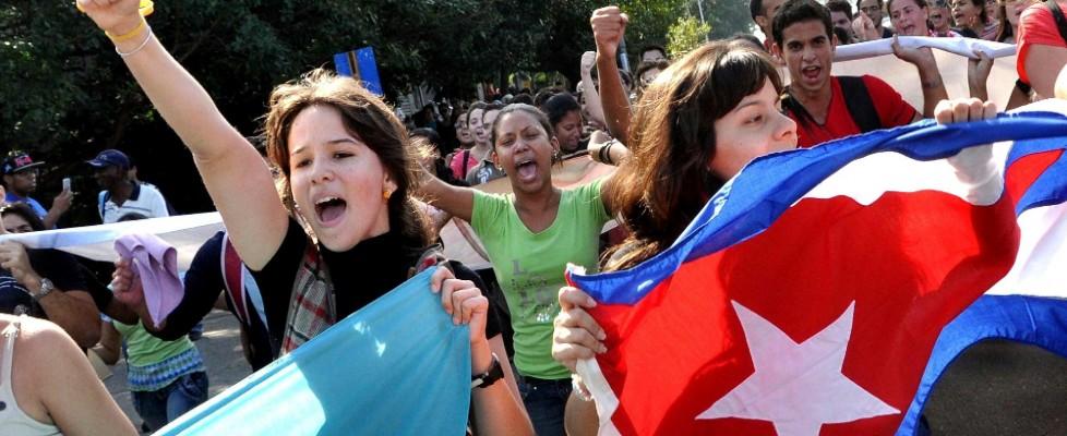 """Festa e bottiglie di rum all'Avana. """"Presto Raul Castro in visita a Washington"""""""
