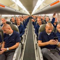 100 selfie sull'aereo: il risultato? Lo stesso passeggero su tutti i posti