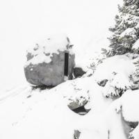 Il rifugio è un masso: sulle Alpi la baita si mimetizza