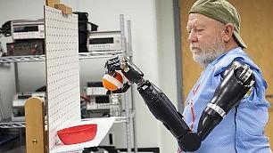 """Le """"braccia bioniche"""" si comandano con la mente"""