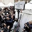 """Napoli, si inaugura  largo Berlinguer  e de Magistris   video   canta """"Bella ciao""""   foto"""