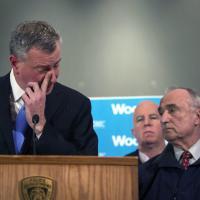 New York, poliziotti uccisi: la commozione di De Blasio