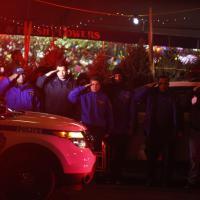 New York, passano i poliziotti uccisi: tutti sull'attenti