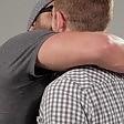 Uomo bacia uomo per la prima volta: il test