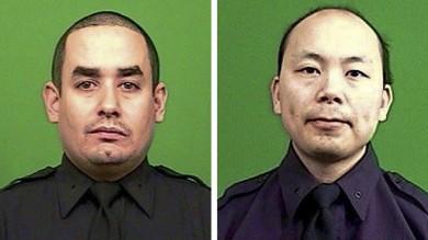 New York, l'omicidio dei due agenti   Foto     Polizia  volta le spalle  al sindaco  video