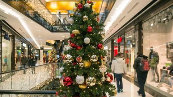 """Dalle """"formiche"""" ai """"pavoni"""", a quale tribù dello shopping natalizio appartieni?"""
