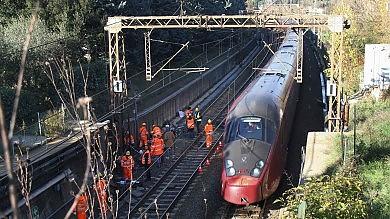 Attentato incendiario, danneggiati i cavi dell'Alta velocità a Firenze   foto   /   video     - 2