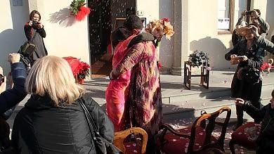 Il terremoto nel Chianti costringe  gli sposi a dire sì all'aperto -  foto