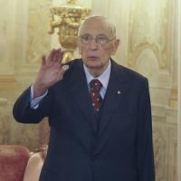 """Napolitano saluta le forze armate: """"Scarsa volontà India sui marò è insopportabile"""""""