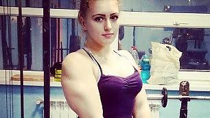 Julia, ragazza d'acciaio muscoli e viso d'angelo