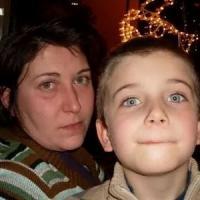 """Uccide a coltellate il figlio tredicenne: """"Contenta di averlo fatto, volevano portarmelo..."""