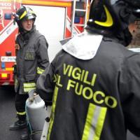 Vicenza, uomo muore asfissiato in un incendio. Altro rogo, sei feriti