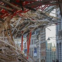 Mons, crolla opera d'arte gigante sullo shopping natalizio