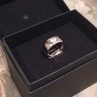 Usa, marito beffa la moglie: l'anello in dono è una tazza