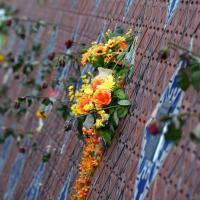 Dieci anni fa lo tsunami, fiori e lacrime